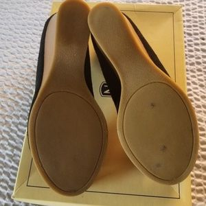 White Mountain Shoes - Black suede wedges sz 8